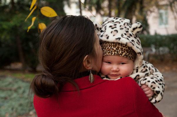 Foto: Wilhelm Watschka Fotografie. Mutter mit Baby. Familienfoto.