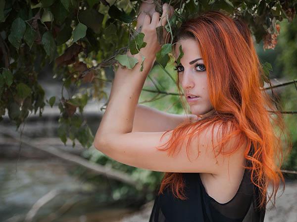 Foto: Wilhelm Watschka Fotografie. Foto einer Frau mit roten Haaren, Aufgenommen in Melk - Niederösterreich