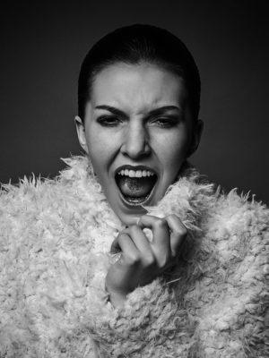 Foto: Wilhelm Watschka Fotografie. Emotionales Portrait Bild einer Frau.